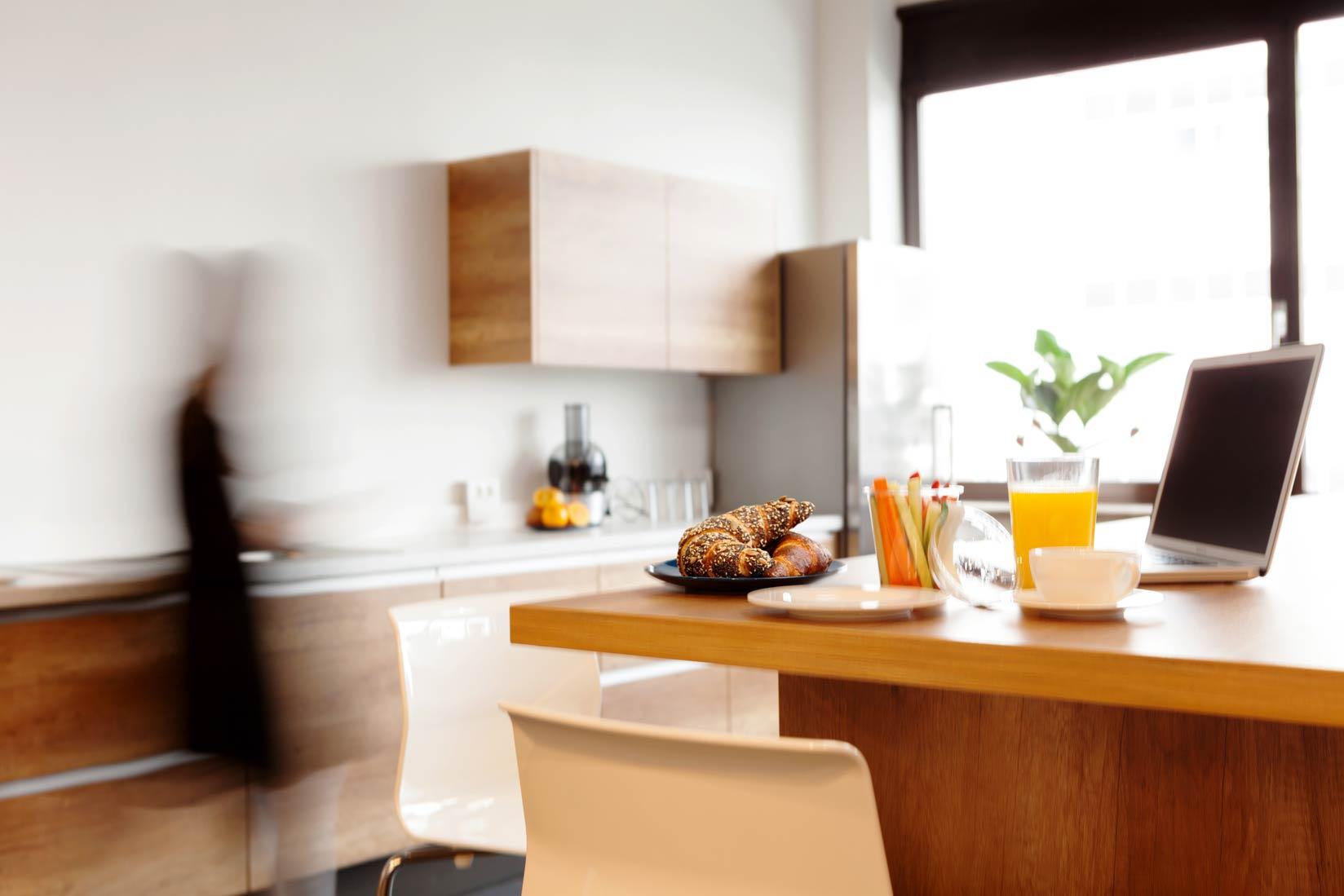 Der Küchenbereich – Der Anlaufpunkt für Kaffee, Kaltgetränke und eigens mitgebrachtes Essen